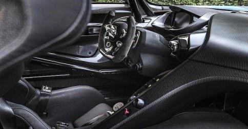 Aston Martin Vulcan Is A Supercar That Takes Your Breath Away