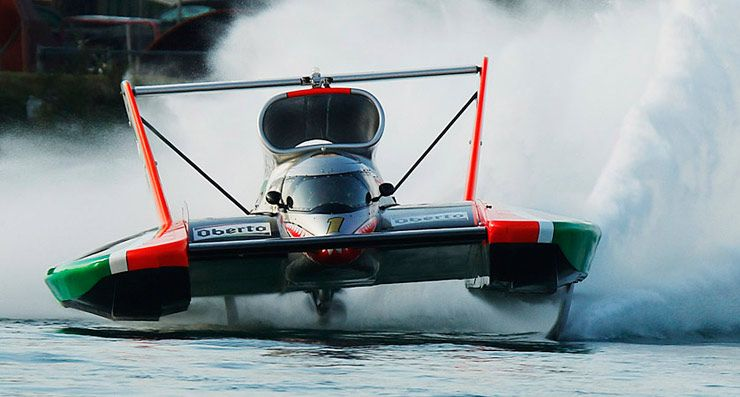H1 Unlimited Racing Boat 01