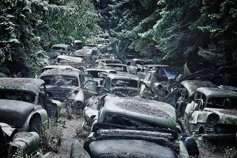 Abandoned-Cars-Chatillon 01