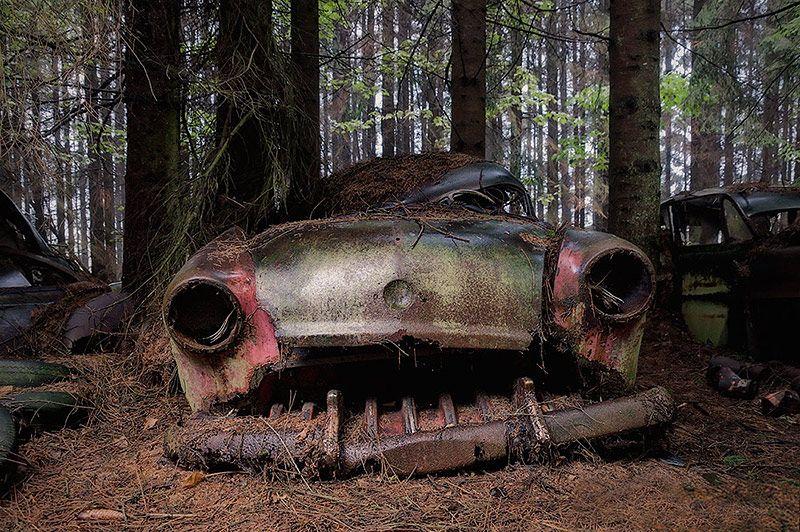 Abandoned-Cars-Chatillon 02