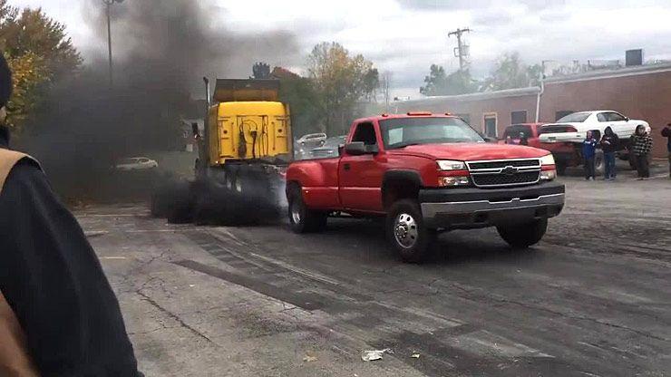 semi-truck-vs-chevy-dually-tug-of-war 02