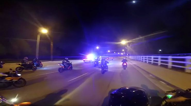 Cop Cars and Helicopters chases motorcycles