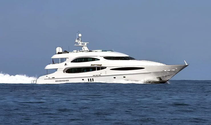 The-World-Is-Not-Enough-yacht