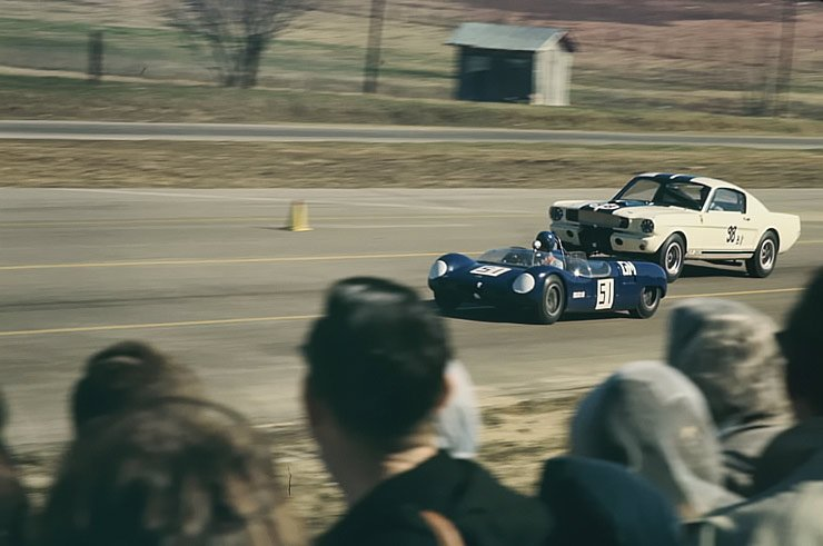 1965-shelby-gt350-racing-at-green-valley