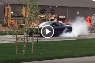 10-year-old-pulling-off-a-pretty-damn-good-hellcat-burnout