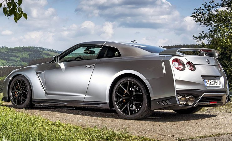 2017-nissan-gt-r-bacl-left