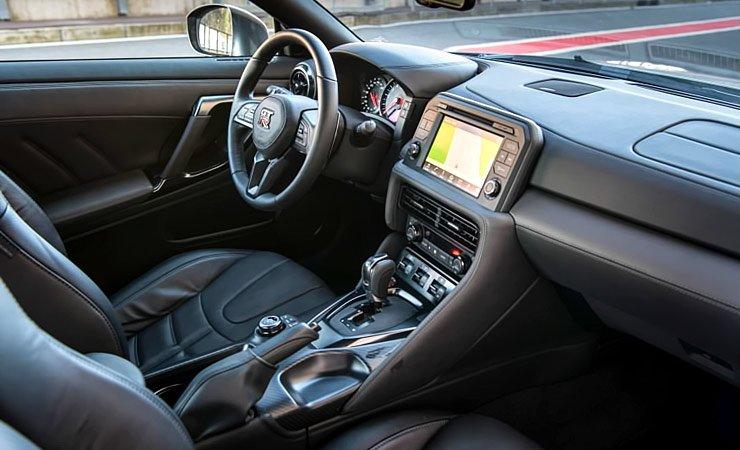 2017-nissan-gt-r-interior