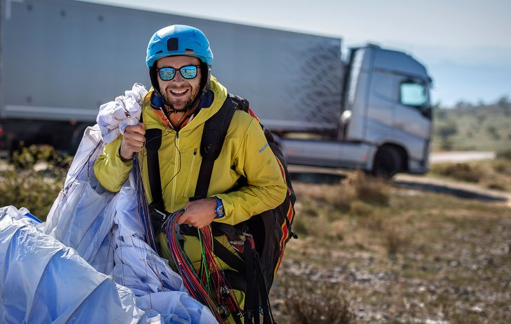 professional-paraglider-guillaume-galvani-in-the-flying-passenger