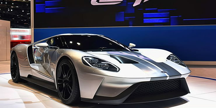Ford GT with carbon-fiber wheels