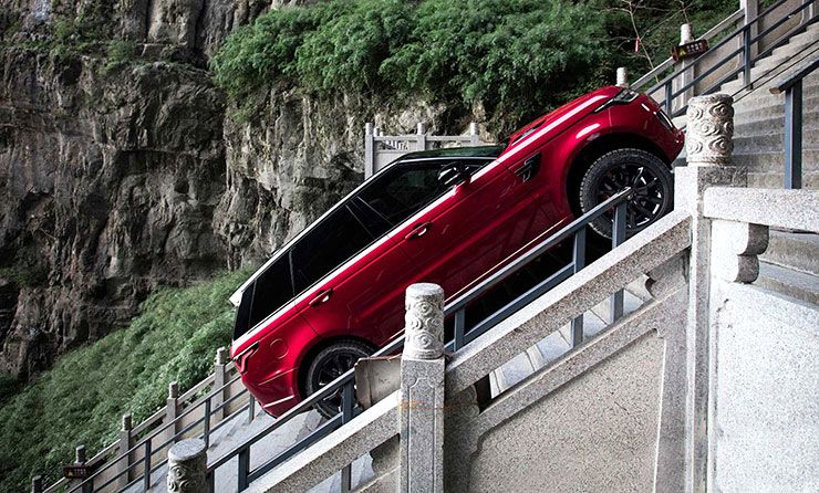 Range Rover Sport p400e hybrid climbs 999 stairs Dragon Challenge