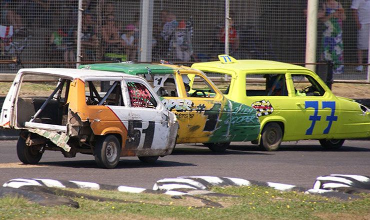 three-wheeled Reliant Robin race