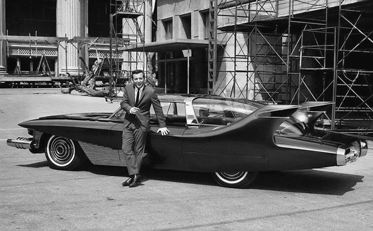 Bobby Darin in front of DiDia 150