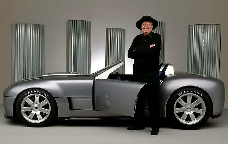 Carroll Shelby in front of Cobra Concept 2004