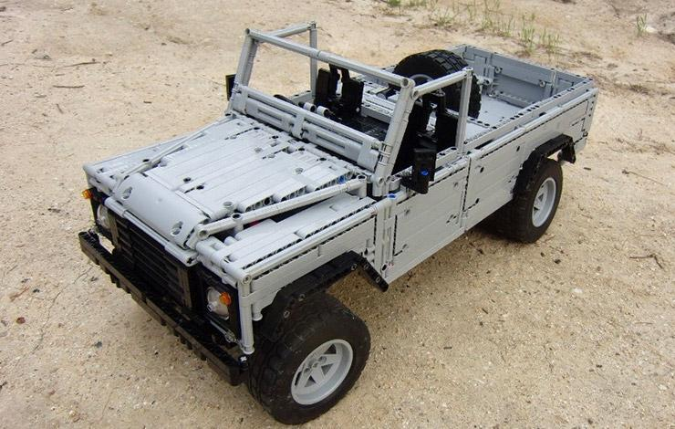 LEGO Land-Rover Defender by Sheepo