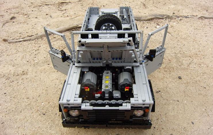 Full remote controlled LEGO Land-Rover Defender