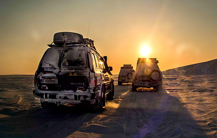 3 Toyota Land Cruisers in Siberia