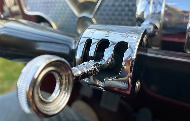 1936 Cord 810 fingertip control lever