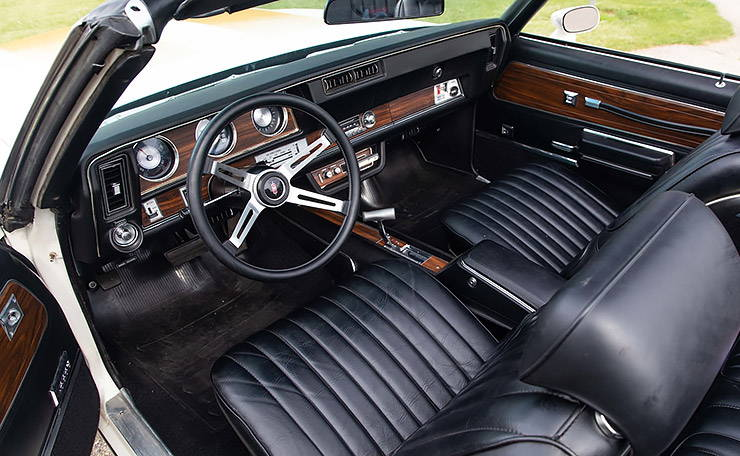 1972 Oldmobile 442 Hurst Olds Pace Car interior