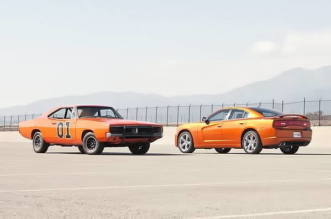 2011 Dodge Charger vs 1969 Dodge Challenger General Lee