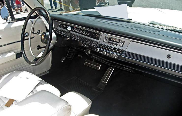 1968 Chrysler Newport Convertible with Sports Grain Option dashboard