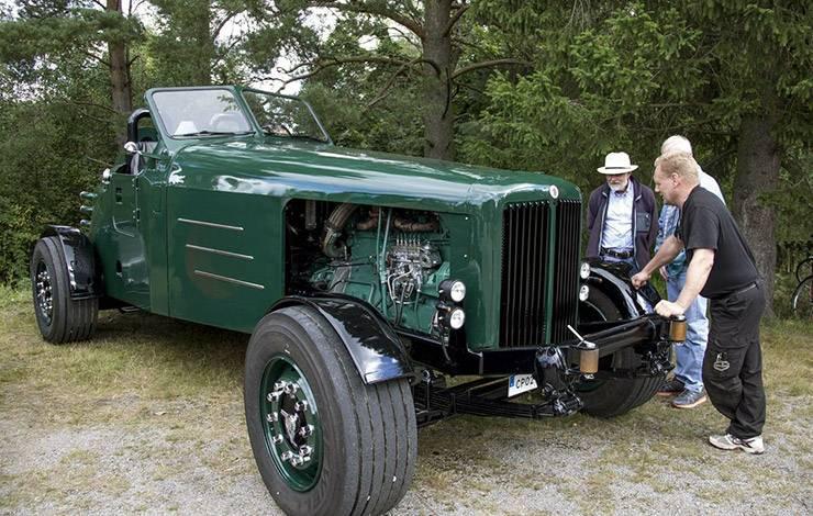 The Crocodile truck Arne Linding