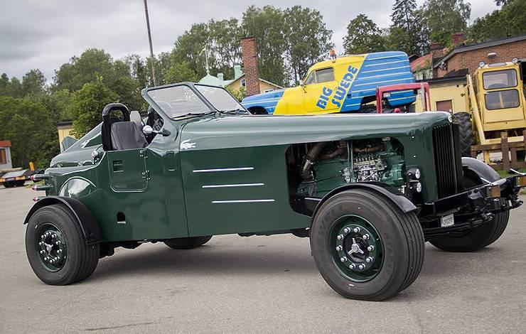 The Crocodile truck right side